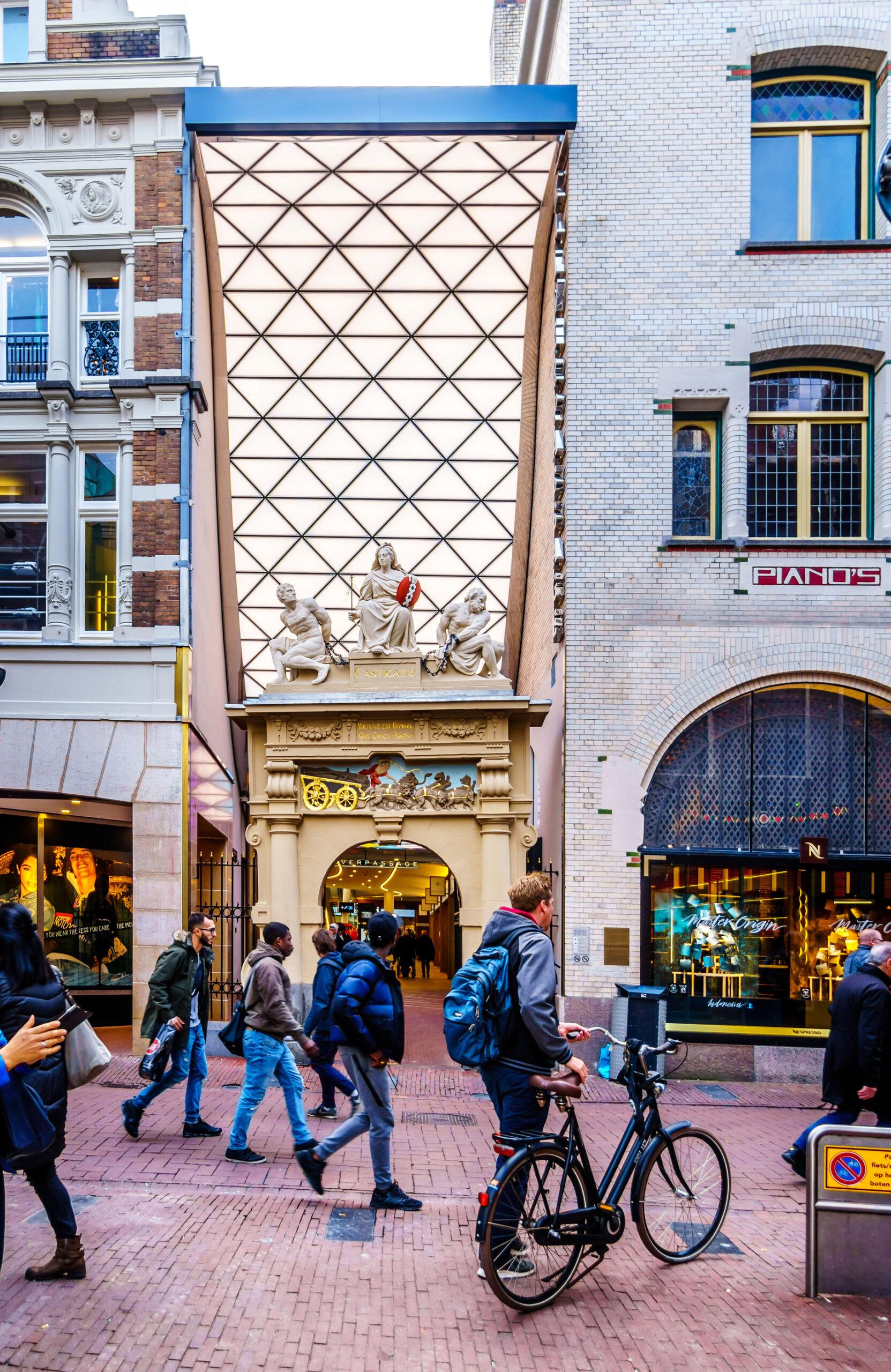 Kalverstraat Kalverpassage Amsterdam shopping handlegate